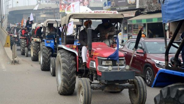 Preparations underway for farmers' tractor rally on Republic Day