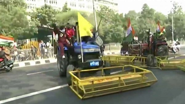 Tractor rally: Protestors attempt to run over police personnel as violence breaks out