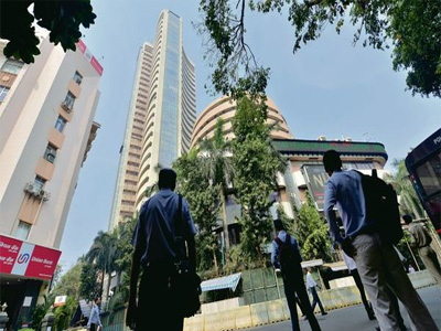 Sensex dips 300 points, Nifty down led by fall in private banks